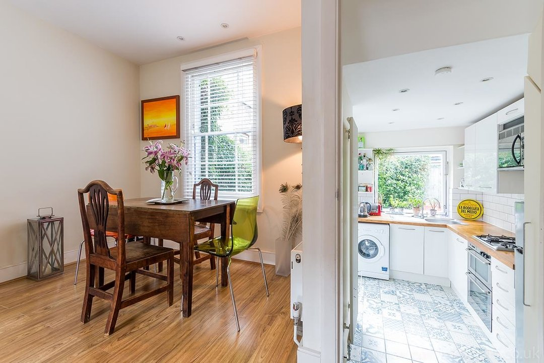 House - Terraced Sale Agreed in Ada Road, SE5 27 view6