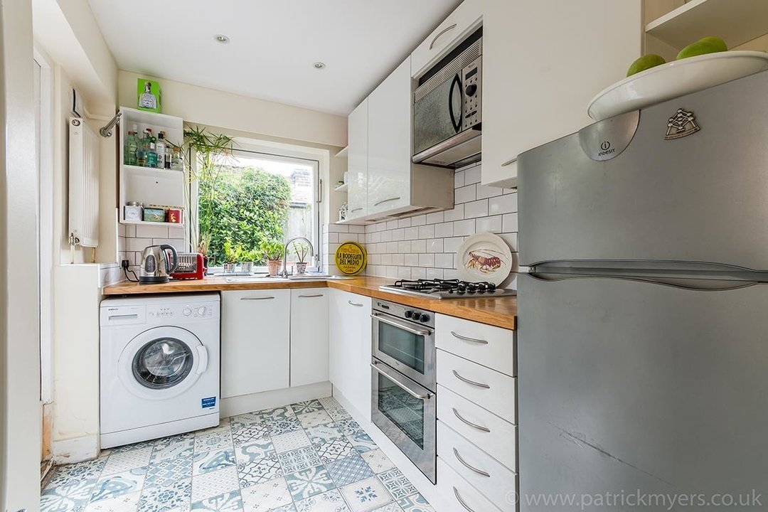 House - Terraced Sale Agreed in Ada Road, SE5 27 view5