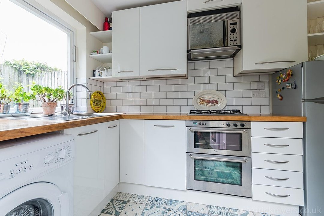 House - Terraced Sale Agreed in Ada Road, SE5 27 view9