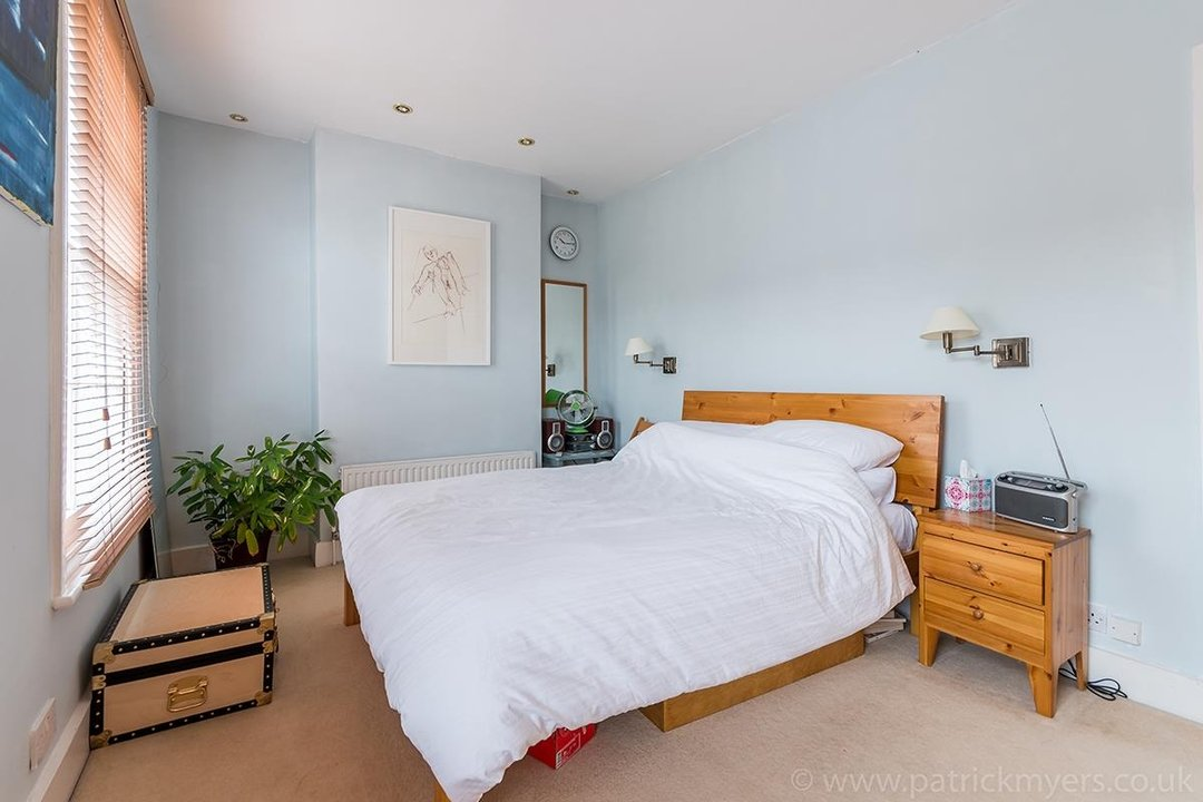 House - Terraced Sale Agreed in Ada Road, SE5 27 view15