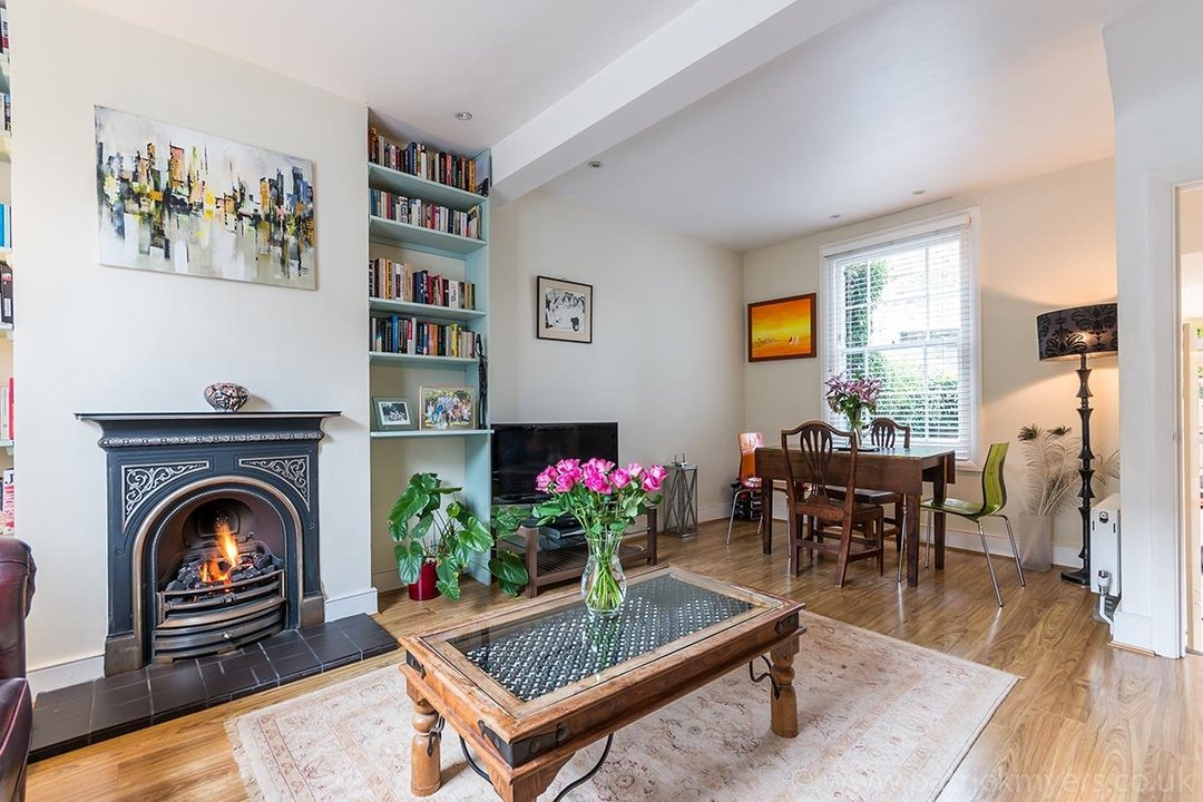 House - Terraced Sale Agreed in Ada Road, SE5 27 view4