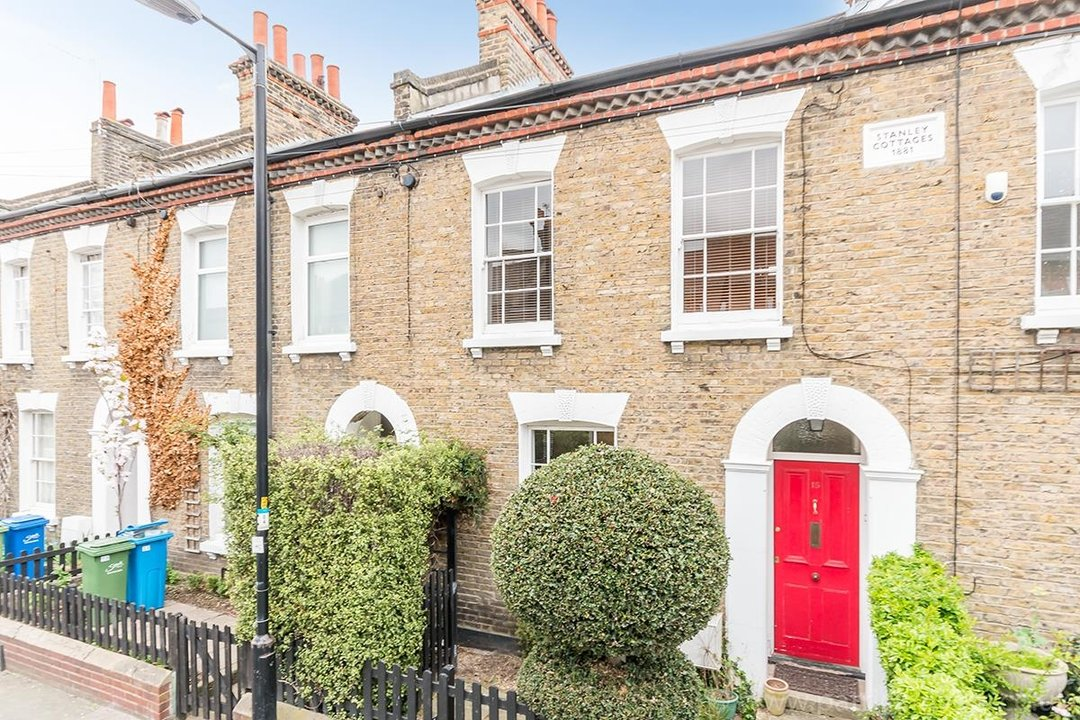 House - Terraced Sale Agreed in Ada Road, SE5 27 view1