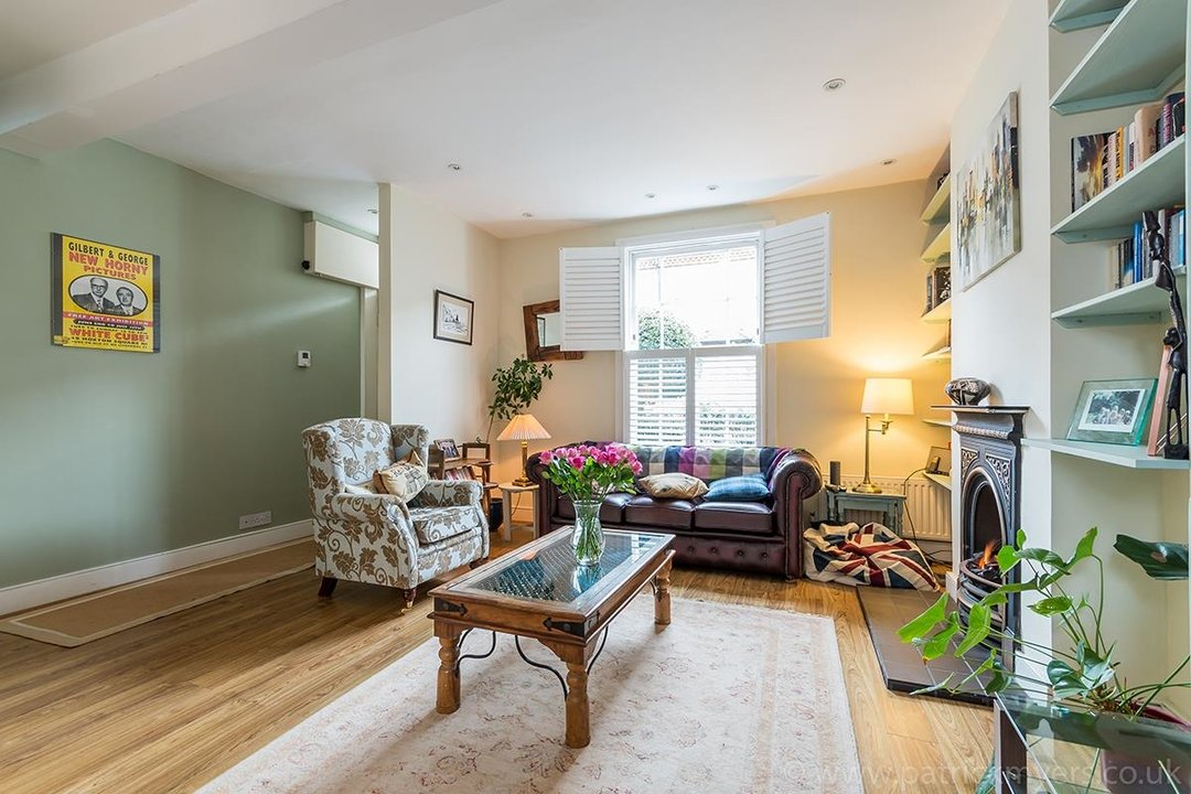 House - Terraced Sale Agreed in Ada Road, SE5 27 view8