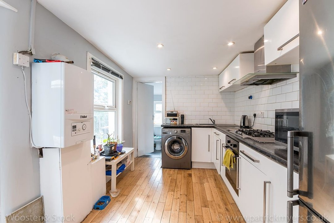 House - Terraced For Sale in Ada Road, SE5 81 view6