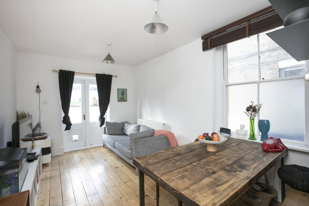 Flat - Conversion For Sale in Azenby Road, SE15 267 view1