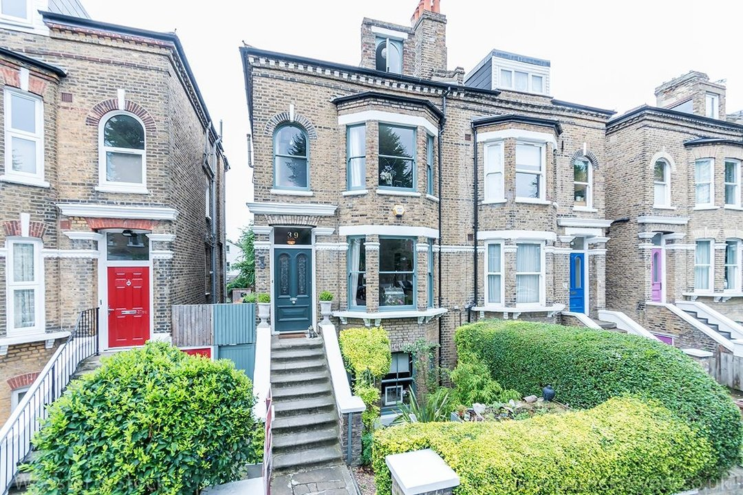 House - Semi-Detached For Sale in Barry Road, SE22 123 view1