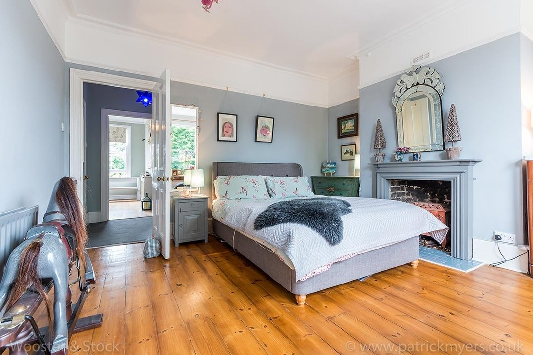 House - Semi-Detached For Sale in Barry Road, SE22 123 view15