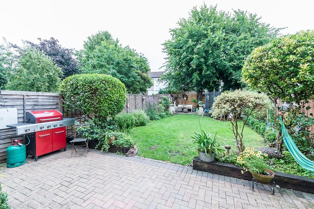 House - Semi-Detached For Sale in Barry Road, SE22 123 view6