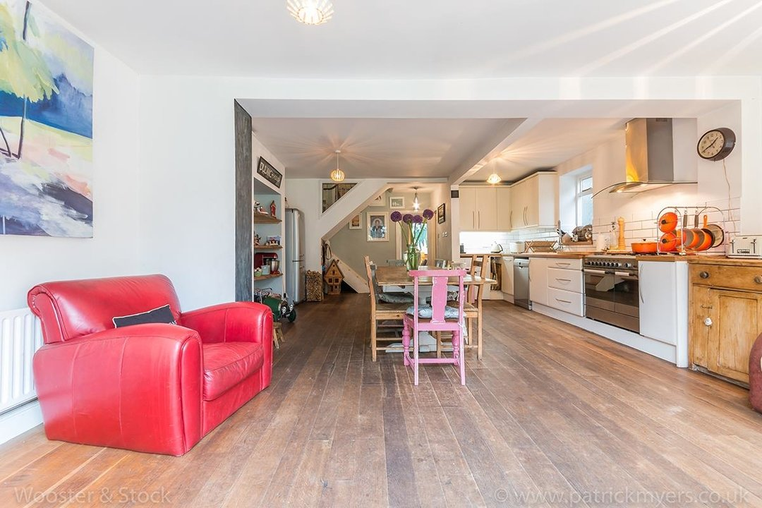 House - Semi-Detached For Sale in Barry Road, SE22 123 view5