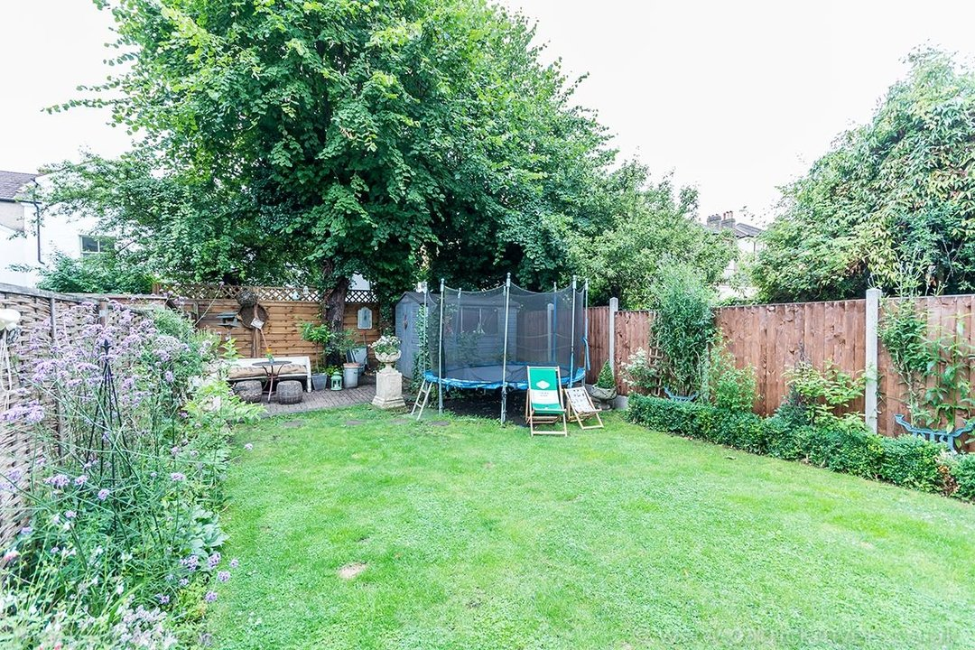 House - Semi-Detached For Sale in Barry Road, SE22 123 view28