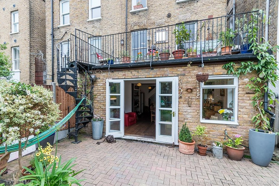 House - Semi-Detached For Sale in Barry Road, SE22 123 view30