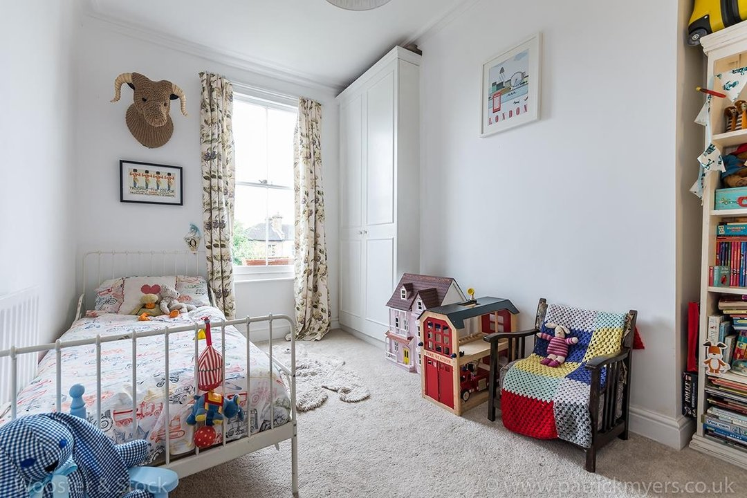 House - Semi-Detached For Sale in Barry Road, SE22 123 view10