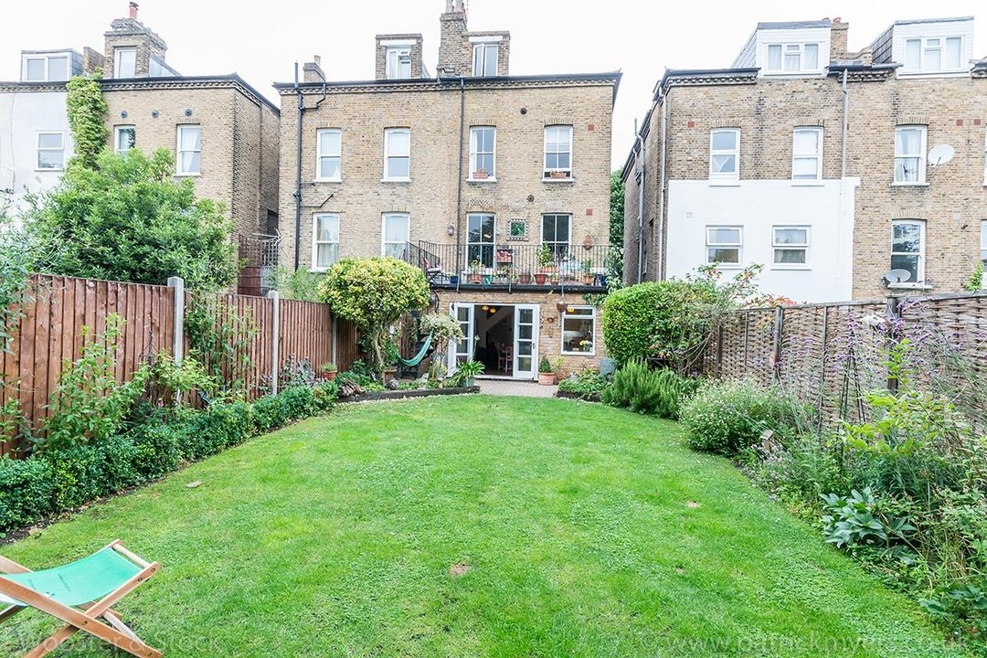 House - Semi-Detached For Sale in Barry Road, SE22 123 view29