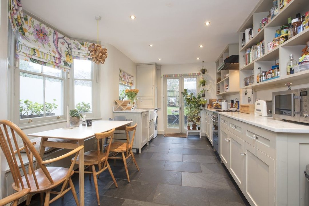 House - Terraced Sale Agreed in Bicknell Road, SE5 251 view10