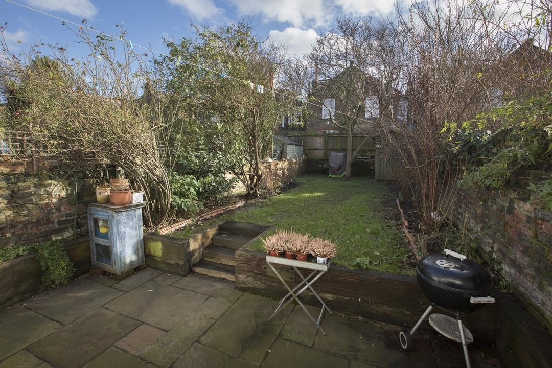House - Terraced Sale Agreed in Bicknell Road, SE5 251 view25