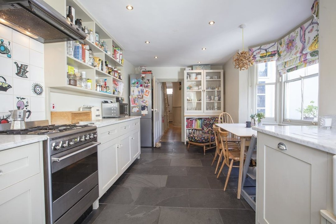 House - Terraced Sale Agreed in Bicknell Road, SE5 251 view8