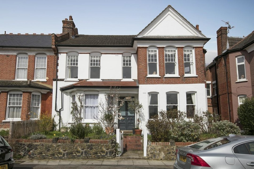 Flat/Apartment Sale Agreed in Bishopsthorpe Road, SE26 296 view2