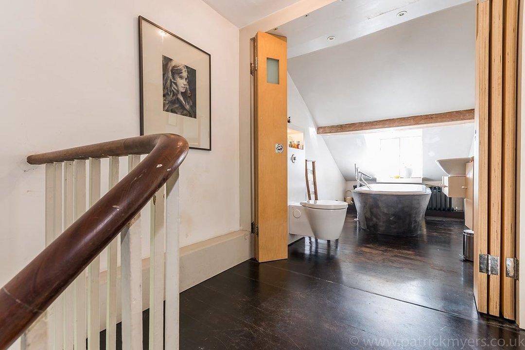 House - Terraced Sold in Brunswick Villas, London SE5 48 view19