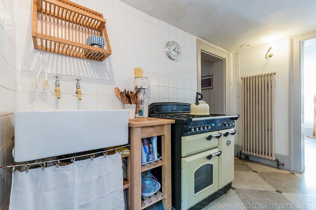 House - Terraced Sold in Brunswick Villas, London SE5 48 view9