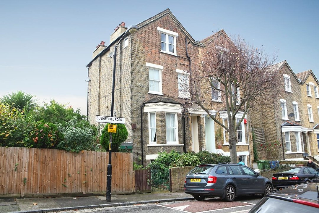 Flat/Apartment For Sale in Bushey Hill Road, SE5 325 view1