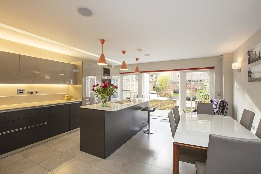 House - Terraced Sale Agreed in Camberwell Grove, SE5 181 view2