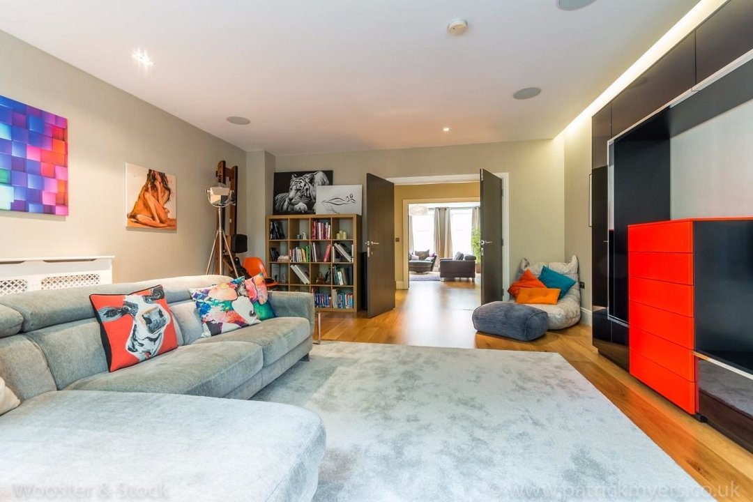 House - Terraced Sale Agreed in Camberwell Grove, SE5 181 view12