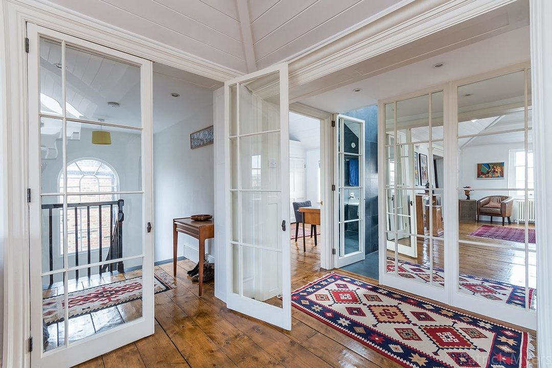 Flat - Conversion Sold in Camberwell Grove, SE5 187 view8
