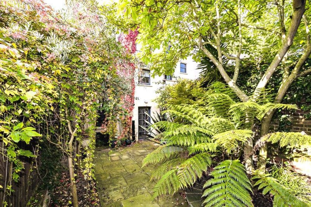 House - Terraced Sold in Camberwell Grove, SE5 190 view21