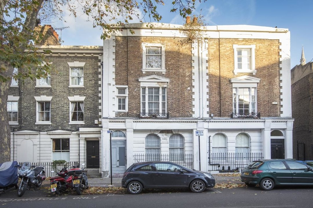 House - Terraced For Sale in Camberwell Grove, SE5 237 view1