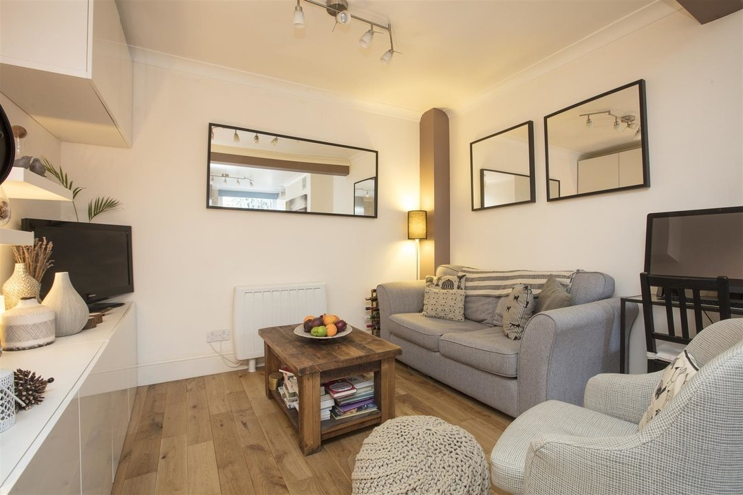 Flat/Apartment Sale Agreed in Camberwell Grove, SE5 240 view5