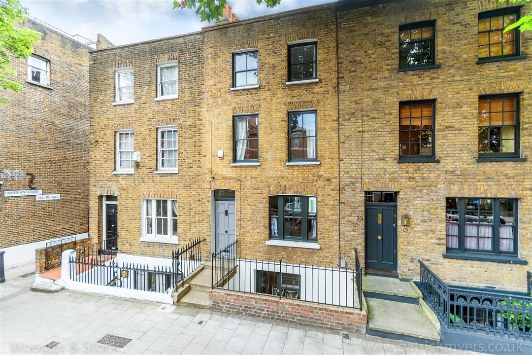 House - Terraced For Sale in Camberwell Grove, SE5 299 view1