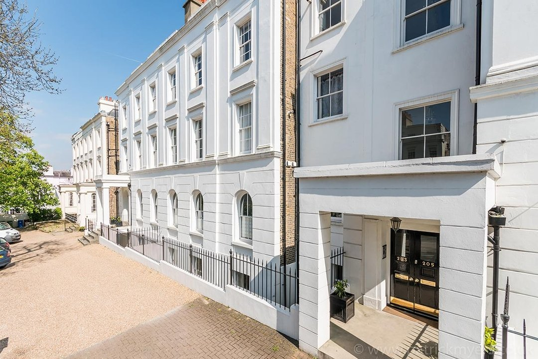 Flat/Apartment Sale Agreed in Camberwell Grove, SE5 31 view1