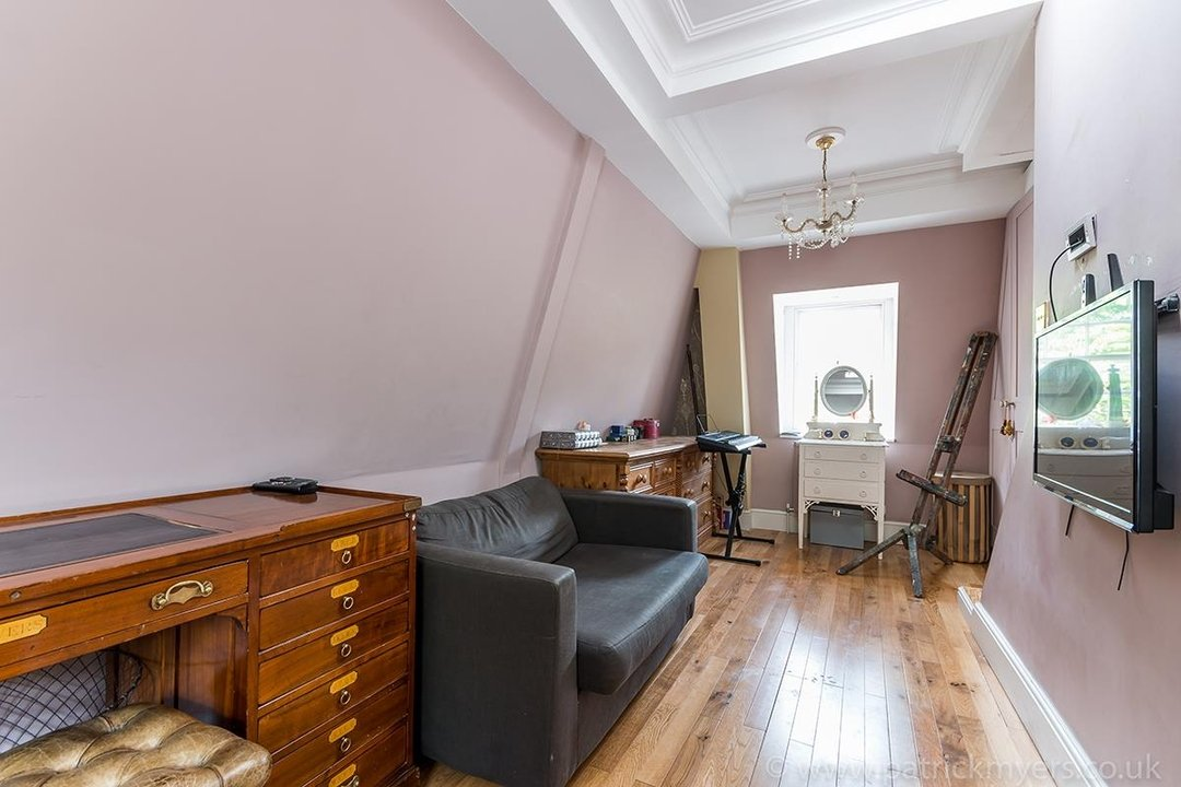 House - End Terrace For Sale in Camberwell Grove, SE5 85 view17
