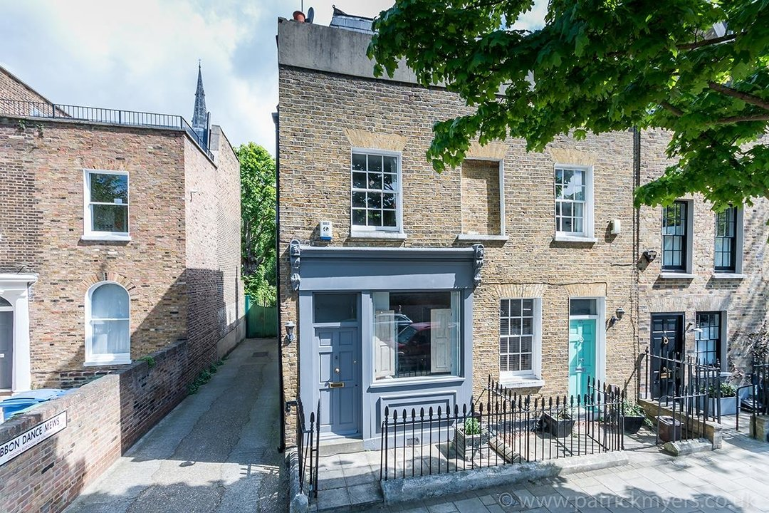 House - End Terrace For Sale in Camberwell Grove, SE5 85 view1