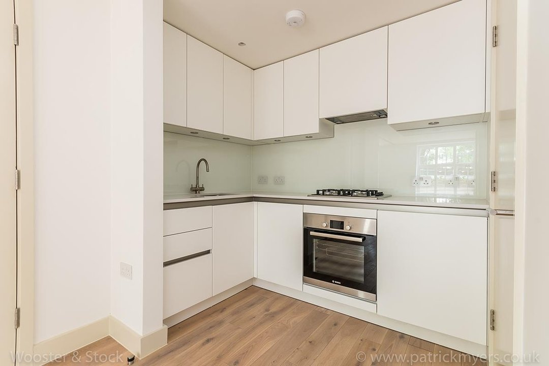 Flat - Conversion Sale Agreed in Camberwell Grove, SE5 96 view9