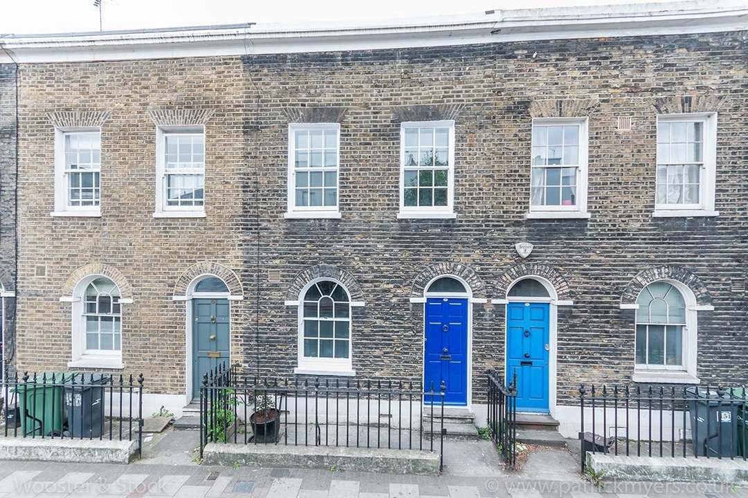 House - Terraced Sold in Camberwell New Road, SE5 129 view1
