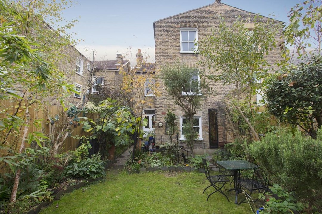 House - Semi-Detached Sale Agreed in Carden Road, SE15 224 view14