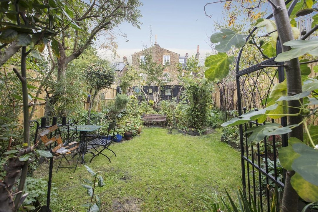 House - Semi-Detached Sale Agreed in Carden Road, SE15 224 view1
