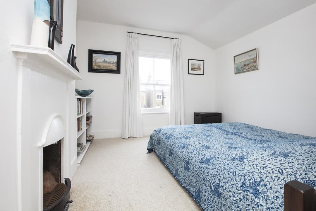House - Semi-Detached Sale Agreed in Carden Road, SE15 224 view11