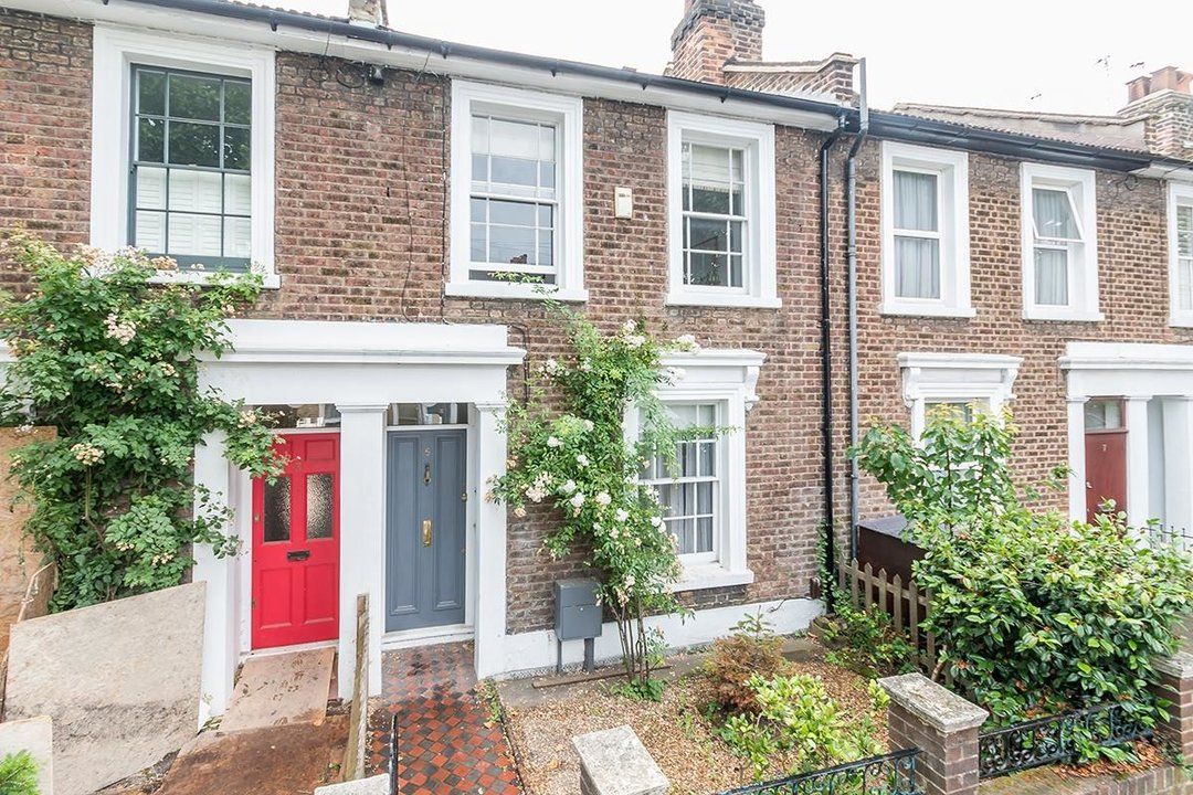 House - Terraced Sold in Chadwick Road, SE15 117 view1