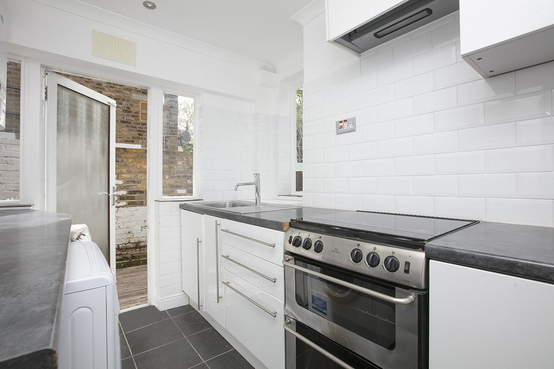 Flat/Apartment For Sale in Chadwick Road, SE15 322 view4