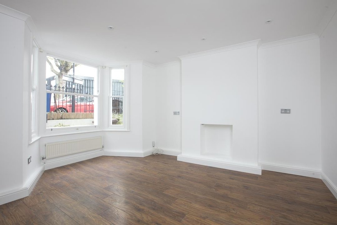 Flat/Apartment For Sale in Chadwick Road, SE15 322 view3