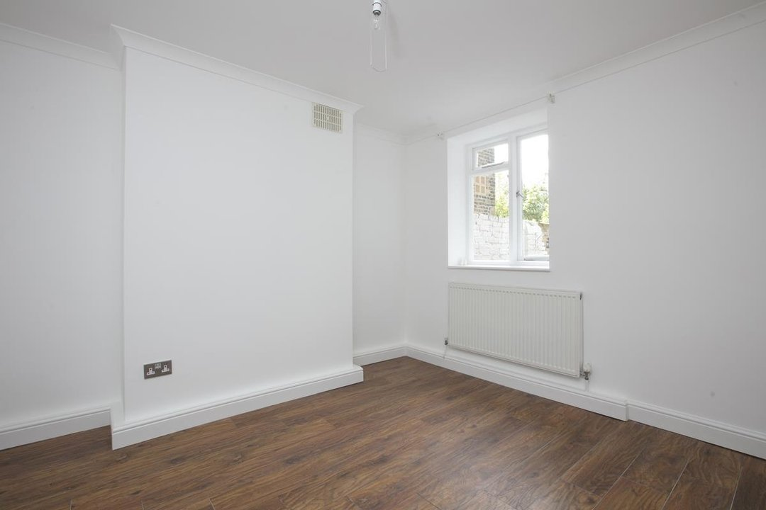Flat/Apartment For Sale in Chadwick Road, SE15 322 view5