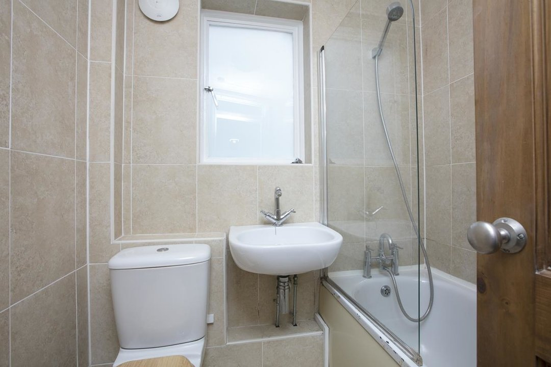 Flat/Apartment For Sale in Chadwick Road, SE15 322 view6