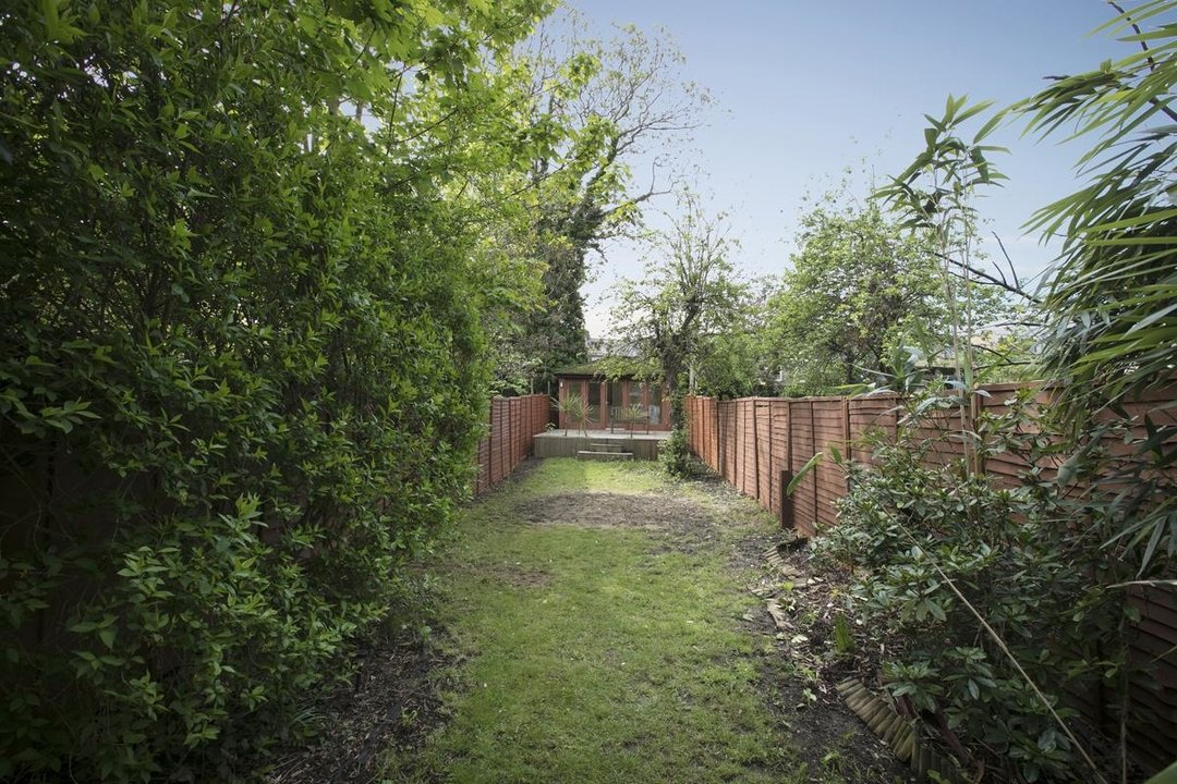 Flat/Apartment For Sale in Chadwick Road, SE15 322 view2
