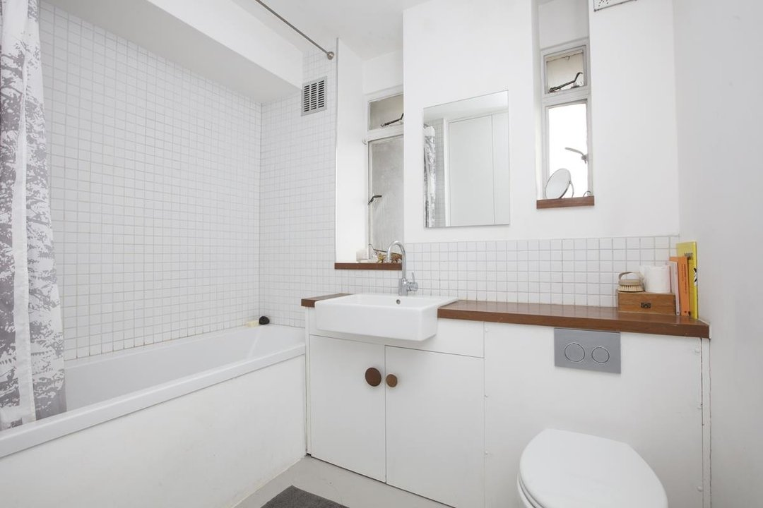 Flat - Purpose Built Sale Agreed in Champion Hill, SE5 201 view10