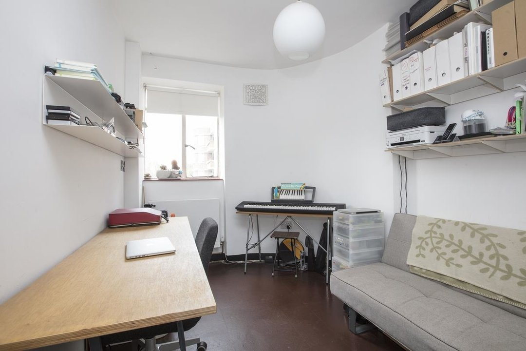 Flat - Purpose Built Sale Agreed in Champion Hill, SE5 201 view8