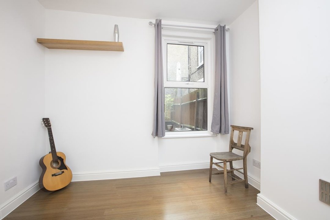 Flat - Conversion Sale Agreed in Coldharbour Lane, SE5 250 view8