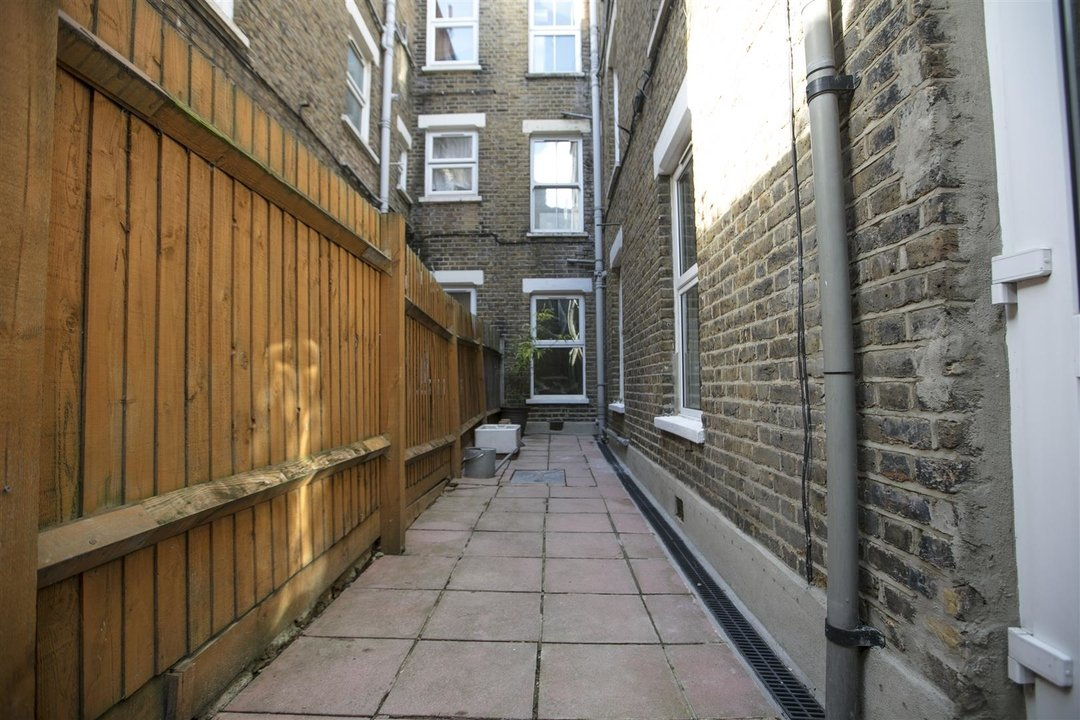 Flat - Conversion Sale Agreed in Coldharbour Lane, SE5 250 view7