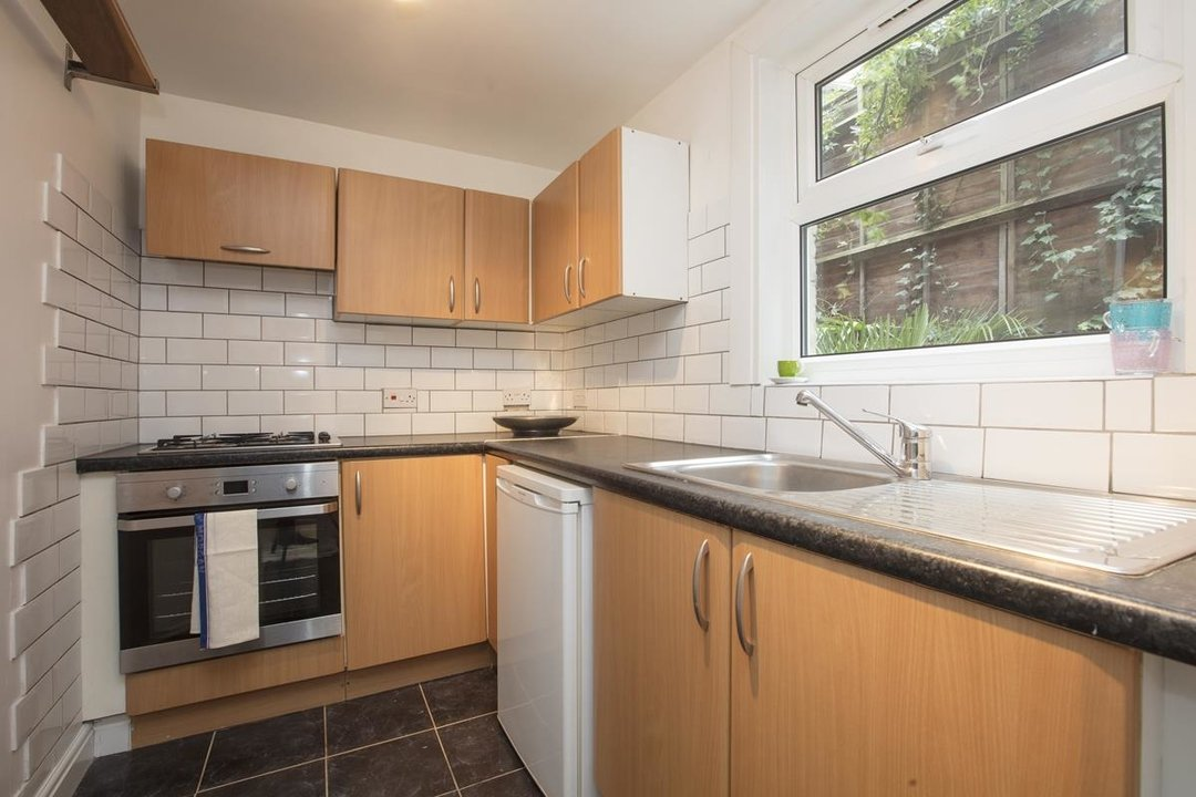 Flat - Conversion Sale Agreed in Coldharbour Lane, SE5 250 view5